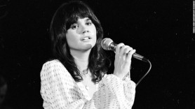 UNSPECIFIED - CIRCA 1970: Photo of Linda Ronstadt Photo by Michael Ochs Archives/Getty Images