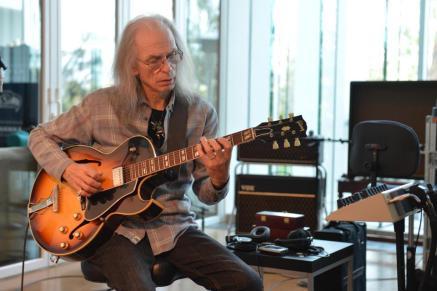 yes-guitarist-steve-howe-1