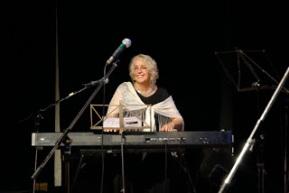 ana-martin-c-su-piano-preciosa-foto-1