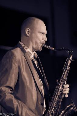 darmon-meader-saxophonist-and-ny-voices-band-leader-in-seattle-washington