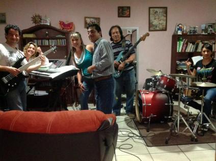 julio-ley-w-lucia-esplugas-y-otra-banda