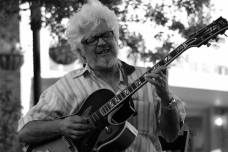 larry-coryell-hittimng-us-w-his-best-riffs