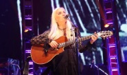 silvina-garre-preciosa-mujer-c-su-guitarra-1