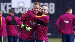 Barcelona FC el portero y el capi Iniesta
