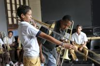 Horns to Havana w trombonist teaching a kid