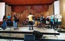 Harvard Univ Students w la Orquesta de Miguel Failde Sala White de Matanzas CUBA