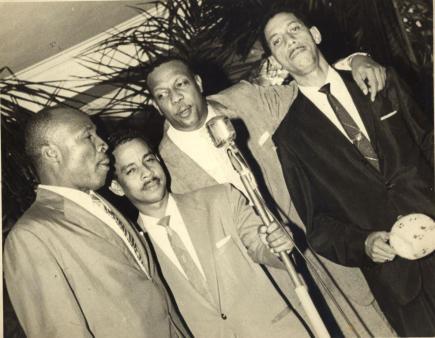 Miguelito Cuni c Pio Leyva y otros 2 cantantes