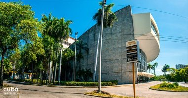 National Theatre in Vedado © Cuba Absolutely, 2014