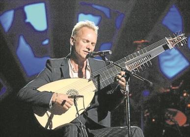 Sting con una super guitarra