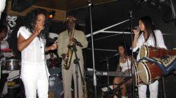 Zoe Fuentes y Grupo Canela de Cuba en La Z y el C