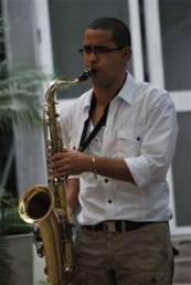 Janio Abreu con su saxo tenor