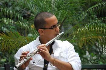 Janio Abreu mlti-instrumentista cubano dtor de Aire de Concierto