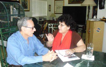 Juanito Marquez y la periodista-Mercedes Eleine Gonzalez