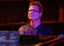 Mike Orta pianista