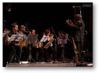 Joaquin Betancourt conducts La Joven Jazz Band