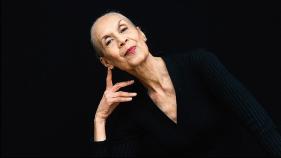 Carmen de Lavalallade en sus 80s aun hermosa