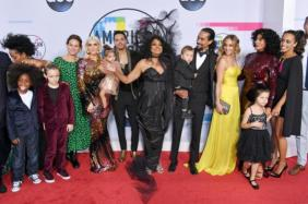 Diana Ross American Music Awards 2017 w whole family on stage