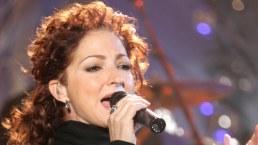 Gloria Estefan c su mic