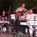 Lázaro Poey (d) Marcos Milagres (bajo) y Tom Coster (kbds) 1 Tom Coster Trio