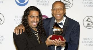 Bebo Valdes y Diego El Cigala con su Premio Grammy