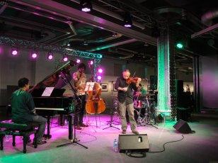 Carmelo pec violinista c Pepe Rivero Reinier Elizarde y Georvis Pico Cuban Jazz in Spain