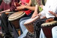 Fiesta del tambor con yembes