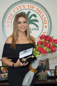 Lena Burke recibe la llave de la ciudad de Miami Fla