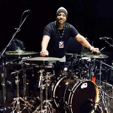 Raul Pineda con su bateria