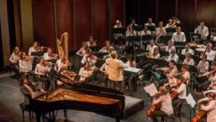 aldo-lopez-gavilan junco with orchestra Cubanos around the world