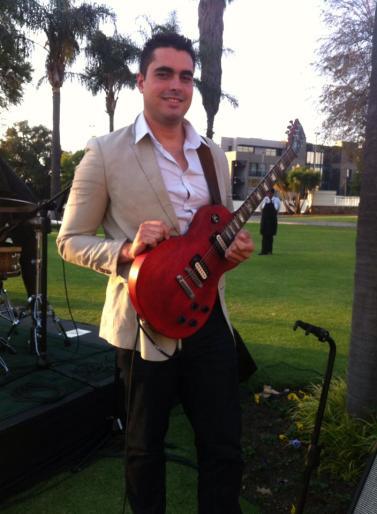 Hector Quintana en Pretoria c su guitarra
